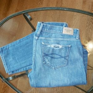 Abercrombie & Fitch 6R Brett distressed jeans
